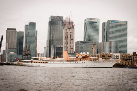 Dannebrog off the Isle of Dogs