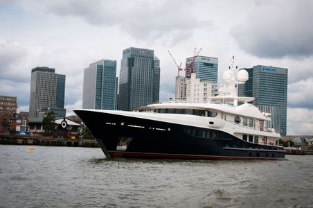 Superyacht Deniki leaves central London
