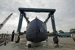 The boat lift in operation at Denton Wharf (click on image to enlarge)