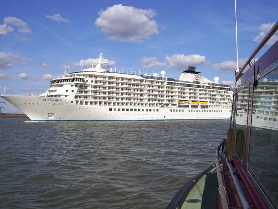 London Set To Welcome Two Cruise Ships In One Day - Cruise ship in london