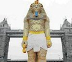 16ft Lego Pharaoh enjoys Thames Cruise!